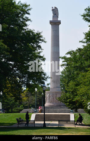 Illinois Centennial Monument dedicated at the end of WWI in 1918 to celebrate the first 100-years of statehood. Illinois gained statehood Dec 3, 1818. - Stock Photo