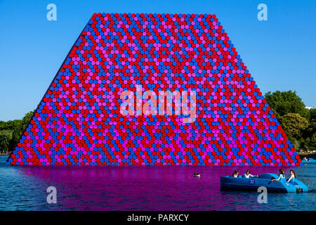 People In Pedal Boats On The Serpentine with 'The Mastaba' Floating Sculpture In The Backround, Hyde Park, London, England - Stock Photo