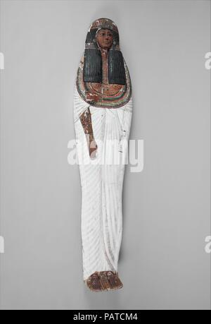 Mummy Board of Iineferty. Dimensions: h. 181 cm (71 1/4 in). Dynasty: Dynasty 19. Reign: reign of Ramesses II. Date: ca. 1279-1213 B.C..  The Mistress of the House, Iineferti, was buried in an anthropoid wooden coffin (86.1.5a, b). A wooden cover, sometimes called a 'mummy board,' was placed over the body. This mummy board is carved and painted to represent the deceased as if she were alive and dressed in a long white pleated gown. Other objects in the collection that were discovered in the same tomb are numbered 86.1.1-86.1.29. Museum: Metropolitan Museum of Art, New York, USA. - Stock Photo