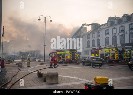 Aberystwyth Wales UK, Wednesday 25 July 2018  A major fire has severely damaged two adjoining hotels on Aberystwyth seafront. The Belle Vue hotel and the Belgrave House Hotel caught fire at around 2am this morning, Fire engines from all over Mid and west wales have been in attendance throughout the night. There are no reports of casualties, and all the guests have been transferred to other accommodation . Much of the centre of the town has been cordoned off for safety reasons   photo credit : keith morris/Alamy Live News - Stock Photo
