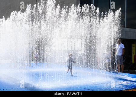 London. UK. 25th July 2018. People cool off at the Jeppe Hein's Appearing Rooms interactive Fountain in South bank centre from the hot weather and ongoing heatwave Credit: amer ghazzal/Alamy Live News - Stock Photo