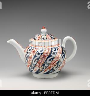 Teapot. Culture: British, Worcester. Dimensions: Height: 5 1/4 in. (13.3 cm). Factory: Worcester factory (British, 1751-2008). Date: ca. 1770-80. Museum: Metropolitan Museum of Art, New York, USA. - Stock Photo