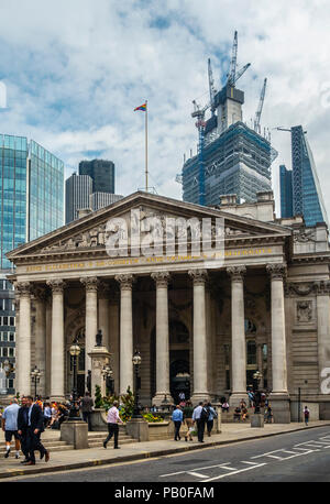 The Royal Exchange, Cornhill, City of London, nowadays a busy Coutyard Grand Cafe and upscale shopping centre. Pedestrians and customers - Stock Photo