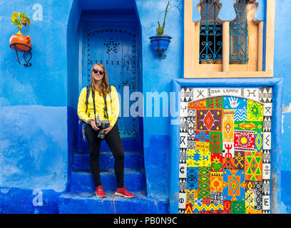 Young woman in the old town, Blue house walls, Medina of Chefchaouen, Chaouen, Tangier-Tétouan, Kingdom of Morocco - Stock Photo