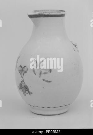 Cream Pitcher. Culture: Chinese. Dimensions: H. 4 3/4 in. (12.1 cm). Date: ca. 1784. Museum: Metropolitan Museum of Art, New York, USA. - Stock Photo