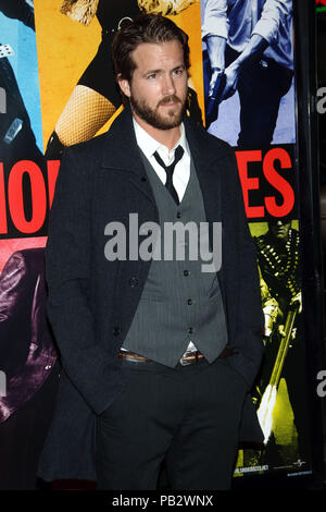 Ryan Reynolds arriving at the Smokin' Aces at the Chinese Theatre In Los Angeles. January 18, 2007.  3/4ReynoldsRyan001 Red Carpet Event, Vertical, USA, Film Industry, Celebrities,  Photography, Bestof, Arts Culture and Entertainment, Topix Celebrities fashion /  Vertical, Best of, Event in Hollywood Life - California,  Red Carpet and backstage, USA, Film Industry, Celebrities,  movie celebrities, TV celebrities, Music celebrities, Photography, Bestof, Arts Culture and Entertainment,  Topix, vertical, one person,, from the years , 2006 to 2009, inquiry tsuni@Gamma-USA.com - Three Quarters - Stock Photo