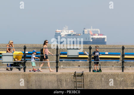 New Brighton, Wallasey.  UK Weather. 26/07/2018.  Crowds enjoy the summer sunshine in Seaside Resort Located on the Wallasey Coastline in the Wirral Peninsula. The development of New Brighton has been an undoubted success that is the jewel in the crown of Wirral's regeneration to date and is now a popular destination with throngs of visitors enjoying the beach particularly during the summer months. Credit: MediaWorldImages/AlamyLiveNews - Stock Photo