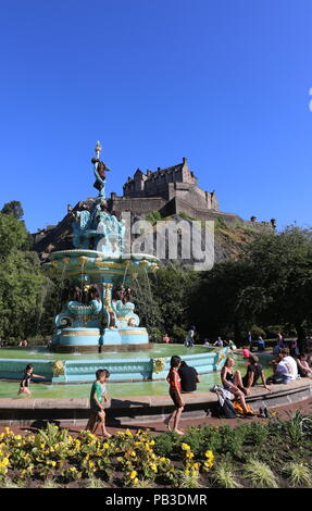 Edinburgh, UK. 26th July 2018. People cooling off in the recently refurbished Ross Fountain in Princes Street gardens on another hot day in Edinburgh.  © Stephen Finn/Alamy Live News - Stock Photo