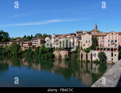 The city of Albi on the River Tarn near Toulouse, France, showing the Sainte-Cécile cathedral and the Pont Vieux in the city centre - Stock Photo