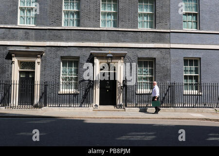 London, UK. 28th July 2018. British Prime Minister's Office, 10 Downing Street, Westminster, London, UK, 27 July 2018, Photo by Richard Goldschmidt Credit: Rich Gold/Alamy Live News - Stock Photo