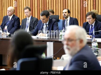 Lisbon, Portugal. 27th July, 2018. Spanish Prime Minister Pedro Sanchez (3L) attends the Energy Interconnections Summit at the European Maritime Security Agency of Lisbon, Portugal, 27 July 2018. Credit: J.P. Gandul/EFE/Alamy Live News - Stock Photo