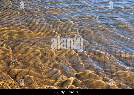 Ripple patterns in the shallows of Ennadai Lake, Arctic Haven Lodge, Nunavut, Canada - Stock Photo