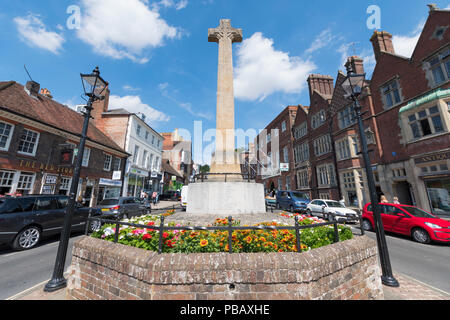 WWI and WWII war memorial in Summer in the High Street in Arundel, West Sussex, England, UK. - Stock Photo