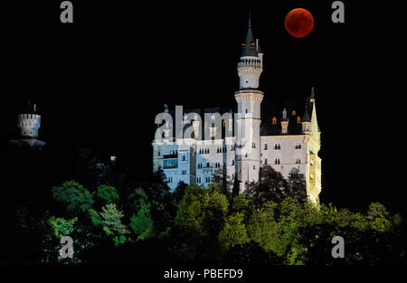 Hohenschwangau, Germany. 27th July 2018.  A Blood Moon, lunar eclipse in the sky at Castle Neuschwanstein (built by King Ludwig II., 2nd, seen in Hohenschwangau near Fuessen, Bavaria, Germany, July 27, 2018. The moon moved into the shadow of the earth. With 1 hour, 43 minutes, its the longest lunar eclipse in the 21th century,  © Peter Schatz / Alamy Live News - Stock Photo