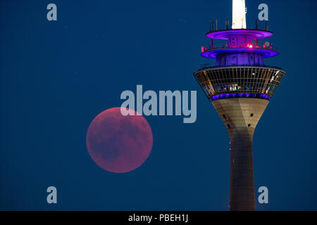 Düsseldorf, Germany. 27th July 2018. Moon Eclipse over Düsseldorf Credit: Jochen Brood/Alamy Live News - Stock Photo