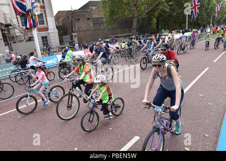 London, UK.  28th July 2018. Cyclists on the  2018 Prudential RideLondon FreeCycle. Credit: Matthew Chattle/Alamy Live News - Stock Photo