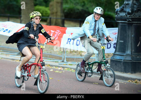London, UK.  28 July 2018.  People take part in the 13th Brompton World Championship Final, part of Prudential RideLondon, riding a 1.3km circuit around St James's Park. (Editorial use only) Credit: Stephen Chung / Alamy Live News - Stock Photo