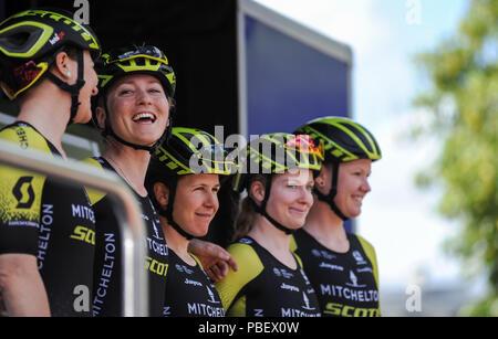 Mitchelton Scott team at Prudential RideLondon Classique women ... fdcb415f5