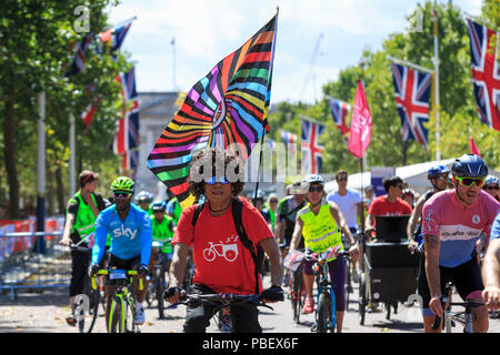London, UK, 28 July 2018. Prudential RideLondon FreeCycle. Thousands of amateur cyclists took to closed roads of London during the FreeCycle event - part of the Prudential RideLondon festival. - Stock Photo