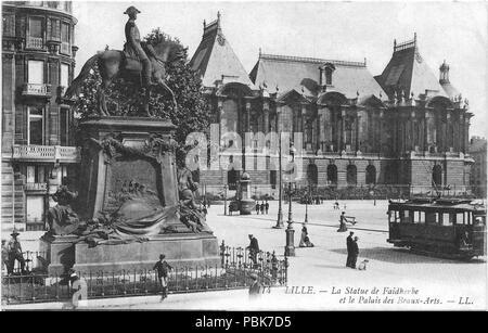 922 Lille statue de Faidherbe et le Palais des Beaux-Arts LL - Stock Photo