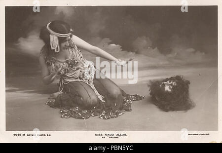 . English: Actress-dancer Maud Allan in the role of Salomé with the head of John the Baptist, circa 1906–1910; a publicity photo for her play Vision of Salomé. between 1906 and 1910s 1006 MaudeAllanSalomeHead - Stock Photo