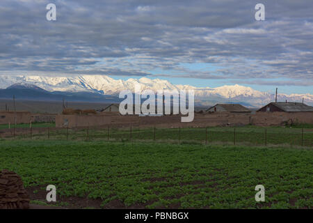 7,000 metre Peak Lenin and the high Pamirs at the start of the Pamir Highway, Sary Tash, Kyrgyzstan - Stock Photo