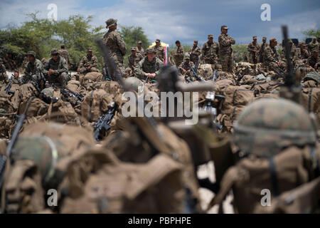 180722-N-VR594-1096 KONA, Hawaii (July 22, 2018) Marines and military members from His Majesty's Armed Forces, Tonga, prepare to depart the beach of Kona, Hawaii, for the Royal Australian Navy landing helicopter dock ship HMAS Adelaide (L01), after completing exercises at Pohakuloa Training Area during the Rim of the Pacific (RIMPAC) exercise, July 22. Twenty-five nations, 46 ships, five submarines, and about 200 aircraft and 25,000 personnel are participating in RIMPAC from June 27 to Aug. 2 in and around the Hawaiian Islands and Southern California. The world's largest international maritime - Stock Photo