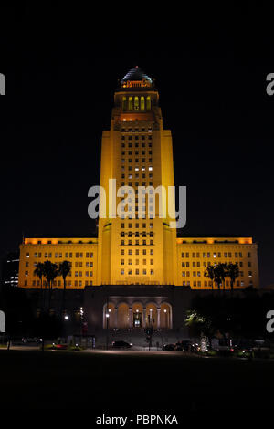 Los Angeles, California, USA, July 28, 2018: The L.A. City Hall building is lit gold in honor of Jonathan Gold. The Putlizer Prize-winning food critic passed away on July 21 and would have turned 58 years old today. This is among a number of tributes to Gold taking place across Los Angeles this weekend. - Stock Photo