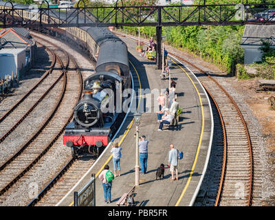 23 May 2018; Kingswear, Devon, UK - A passenger train hauled by steam locomotive 7827 'Lydham Manor' enters Kingswear station on the Dartmouth Steam R - Stock Photo