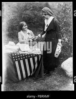 Actresses Frances Starr and Bijou Fernandez counting money collected at the National Red Cross Pageant, Huntington, Long Island, Oct. 5, 1917 - Stock Photo