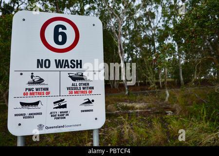 6 knots speed limit sign, boating speed restrictions, no wash, Lake Tinaroo, Atherton Tablelands, QLD, Australia - Stock Photo