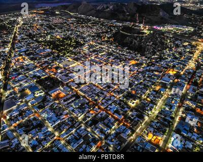Vista aerea del la ciudad de Hermosillo. Panorámicas de Hermosillo al anochecer. Colonia Centro y Cerro de la Campana.  (Photo: Luis Gutiérrez / NortePhoto.com)  Aerial view of the city of Hermosillo. Panoramic views of Hermosillo at dusk.  (Photo: Luis Gutiérrez / NortePhoto.com - Stock Photo