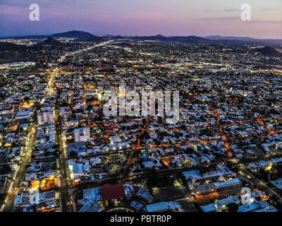 Vista aerea del la ciudad de Hermosillo. Panorámicas de Hermosillo al anochecer.  (Photo: Luis Gutiérrez / NortePhoto.com)  Aerial view of the city of - Stock Photo