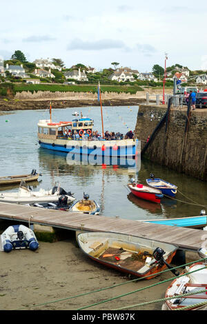 26th July 2017 - St Mawes, Cornwall: Passengers on the May Queen  a small passenger ferry, arrive at the harbour on a summer afternoon in St Mawes, Roseland Peninsula, Cornwall, UK - Stock Photo