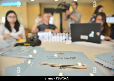 Putrajaya. 30th July, 2018. Photo taken on July 30, 2018 shows the report on MH370 disappearance in Putrajaya, Malaysia. A detailed report on the disappearance of Malaysia Airlines flight MH370 in 2014, released by a safety investigation team Monday, failed to determine the cause behind the mishap and left many questions unanswered due to lack of evidence. Credit: Chong Voon Chung/Xinhua/Alamy Live News - Stock Photo