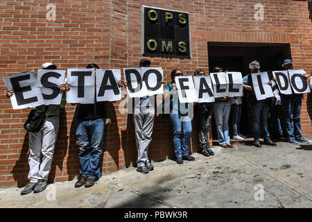 Caracas, Miranda, Venezuela. 30th July, 2018. Health workers seen during the demonstration.Nurses, doctors and patients protest in front of the World Health Organization offices in Caracas for the lack of medicines and treatment in the hospitals. The government led by President Nicolas Maduro still does not solve the problem in the health sector and does not allow the humanitarian aid of other nations. Credit: Roman Camacho/SOPA Images/ZUMA Wire/Alamy Live News - Stock Photo