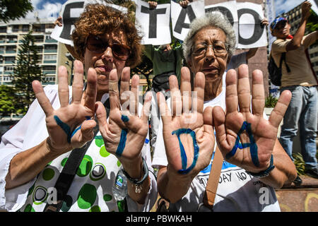Caracas, Miranda, Venezuela. 30th July, 2018. Relatives of sick patient seen during the demonstration.Nurses, doctors and patients protest in front of the World Health Organization offices in Caracas for the lack of medicines and treatment in the hospitals. The government led by President Nicolas Maduro still does not solve the problem in the health sector and does not allow the humanitarian aid of other nations. Credit: Roman Camacho/SOPA Images/ZUMA Wire/Alamy Live News - Stock Photo