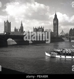 1950s, view of Westminster Bridge and the Palace of Westminster, more commonly known as the Houses of Parliament, London, England, UK. - Stock Photo
