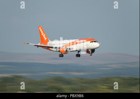 An EasyJet Airbus A320-200 comes in to land at Manchester Airport, UK. - Stock Photo
