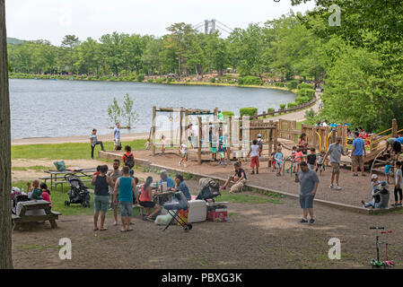 Bear Mountain National Park, Rockland County, New York State, USA. Visitors enjoying the park - Stock Photo