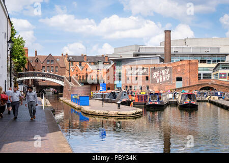 Regency Wharf at Gas Street Basin, Birmingham, England, UK, where the Worcester and Birmingham Canal, and the BCN Main Line meet. - Stock Photo