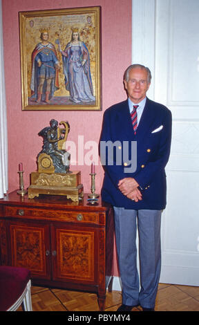 Karl Emanuel, 14. Herzog von Croy  in Haus Merfeld in Dülmen, Deutschland 1989. Karl Emanuel, 14th duke of Croy  at Merfeld mansion in Duelmen, Germany 1981. - Stock Photo