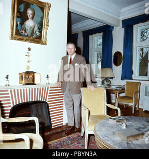 Karl Emanuel, 14. Herzog von Croy in Haus Merfeld in Dülmen, Deutschland 1981. Karl Emanuel, 14th duke of Croy at Merfeld mansion at Duelmen, Germany 1981. - Stock Photo