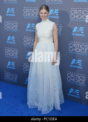 Rosamund Pike 117 at the 2015 Critics' Choice Movie Awards at the The Palladium theatre in Los Angeles. January 15, 2015Rosamund Pike 117  Event in Hollywood Life - California, Red Carpet Event, USA, Film Industry, Celebrities, Photography, Bestof, Arts Culture and Entertainment, Topix Celebrities fashion, Best of, Hollywood Life, Event in Hollywood Life - California, Red Carpet and backstage, movie celebrities, TV celebrities, Music celebrities, Topix, Bestof, Arts Culture and Entertainment, vertical, one person, Photography,   Fashion, full length, 2014 inquiry tsuni@Gamma-USA.com , Credit T - Stock Photo