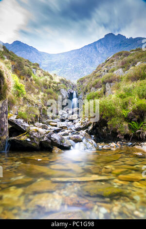 Waterfall near Llyn Idwal a small lake that lies within Cwm Idwal in the Glyderau mountains of Snowdonia. - Stock Photo
