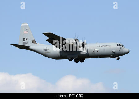 USAFE C-130J from the 37th Airlift Squadron on approach into RAF Mildenhall. The unit is part of the airlift wing assigned to Ramstein AB in Germany. - Stock Photo