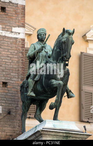 Statue of Marquis Niccolo III d´Este at Palazzo Municipale/ Town Hall / on Corso Martiri della Liberta in Ferrara ( Emilia-Romagna ) , northern Italy - Stock Photo