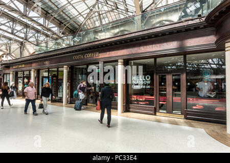 Concourse at Glasgow Central station. Customers walking towards Costa Coffee, another towards Krispy Kreme and passengers walking past. Scotland, UK. - Stock Photo