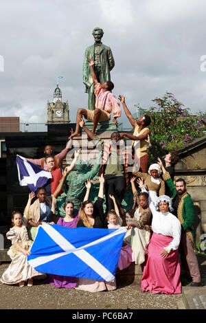 Edinburgh, Scotland. UK. 1 August 2018. Press call Henry Box Brown musical CTC New York as a part of the Edinburgh Fringe Festival. New York Gospel singers from a new Edinburgh Fringe musical about an American slave shipped to freedom in a 3ftX2ft box will gather at American Civil War Memorial to honour the Scots who fought against slavery in the American Civil War. Edinburgh. Credit: Pako Mera/Alamy Live News - Stock Photo