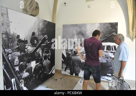 Brno, Czech Republic. 01st Aug, 2018. Exhibition of large-scale photographs on the occasion of 50th anniversary of 1968 Soviet-led invasion of Czechoslovakia starts on August 1, 2018, at the New City Hall in Brno, Czech Republic. Credit: Igor Zehl/CTK Photo/Alamy Live News - Stock Photo